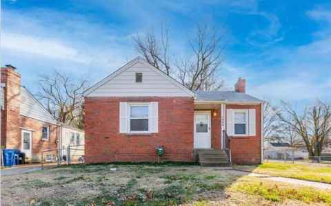 Main photo for 1004 North New Florissant
