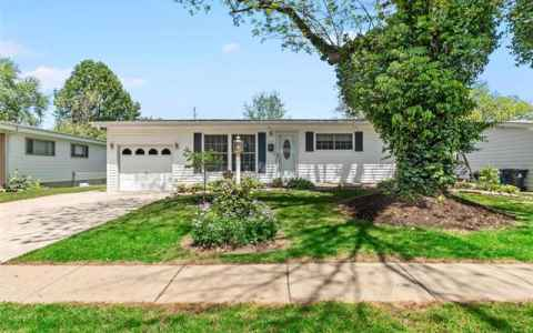 Main photo for 525 Versailles Drive
