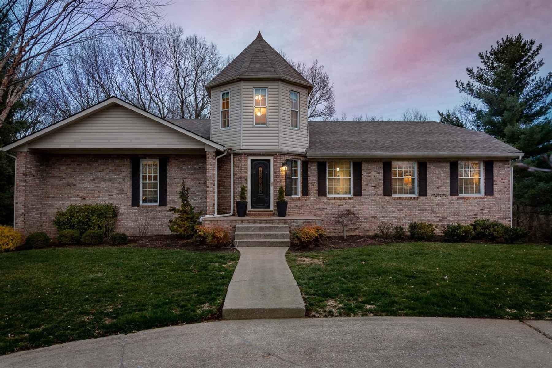 Welcome home to 47 Woodbriar Court in popular Crosswoods subdivision!