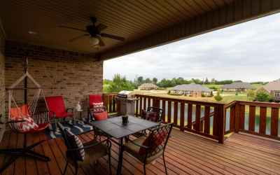 Outside, enjoy the covered deck & a beautiful view of the lake & fountain!