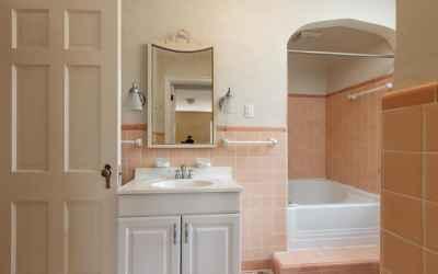 Second Full Bath on Upper Level - Features Unique Square Soaking Tub