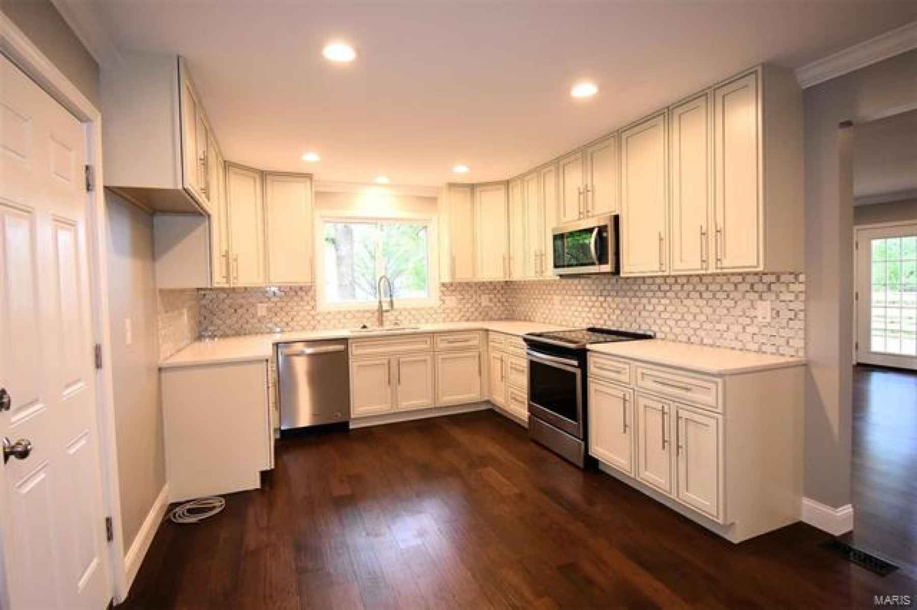 KITCHEN - NEW STYLISH CABINETS, QUARTS COUNTER TOP, BEAUTIFUL BACKSPLASH & STAINLESS STEEL APPLIANCES.
