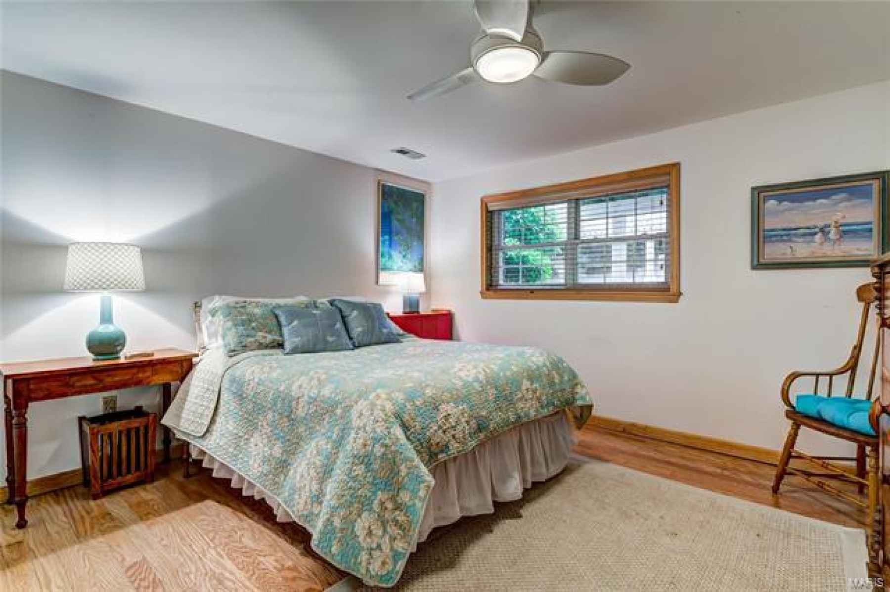 Bright and light 4th bedroom