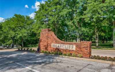 Briarcliff condo!  Enjoy the pool, tennis courts and clubhouse !