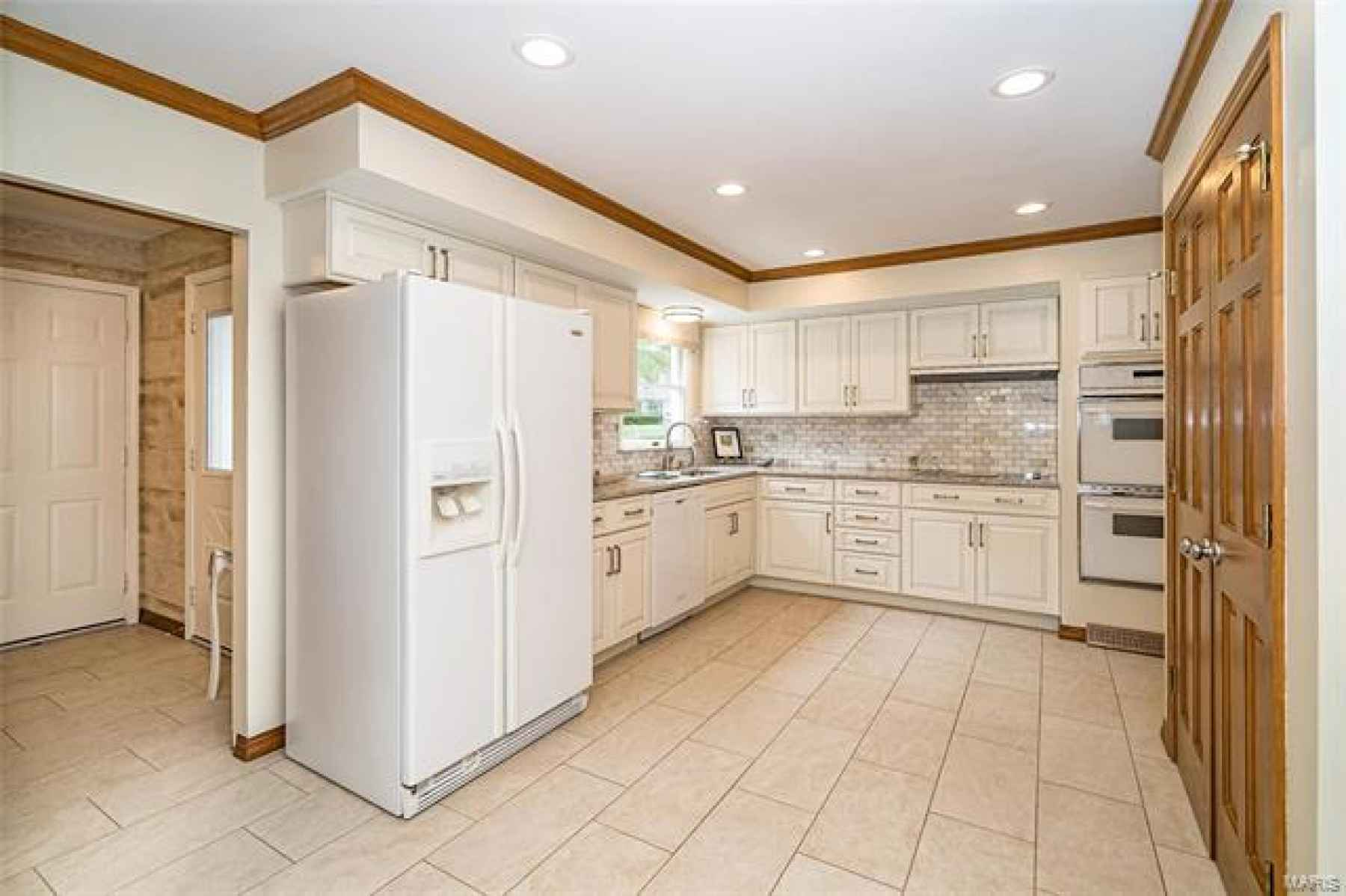 Notice how smartly this well appointed space has been designed. Laundry room just around the corner but can be closed off when you want to hide it away.