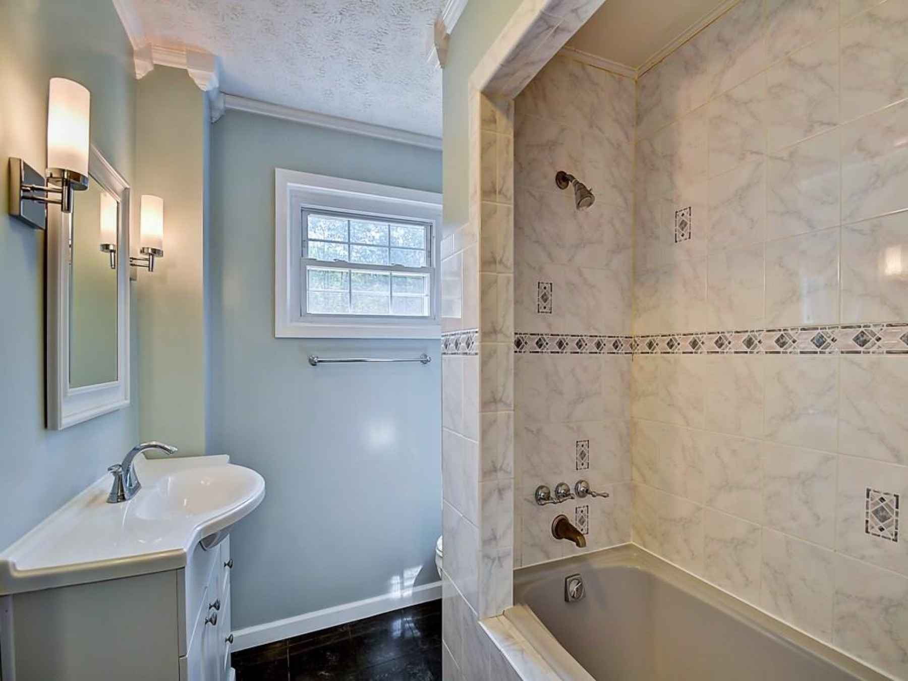 Full bath upstairs.