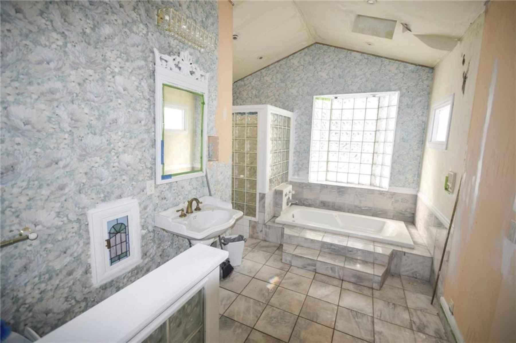 Main floor. Full bath off of Kitchen.