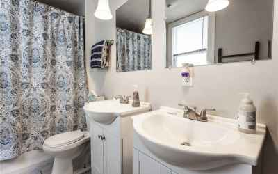 Master Bathroom w/ dual vanities!
