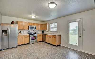 Tons of space to play in the kitchen!