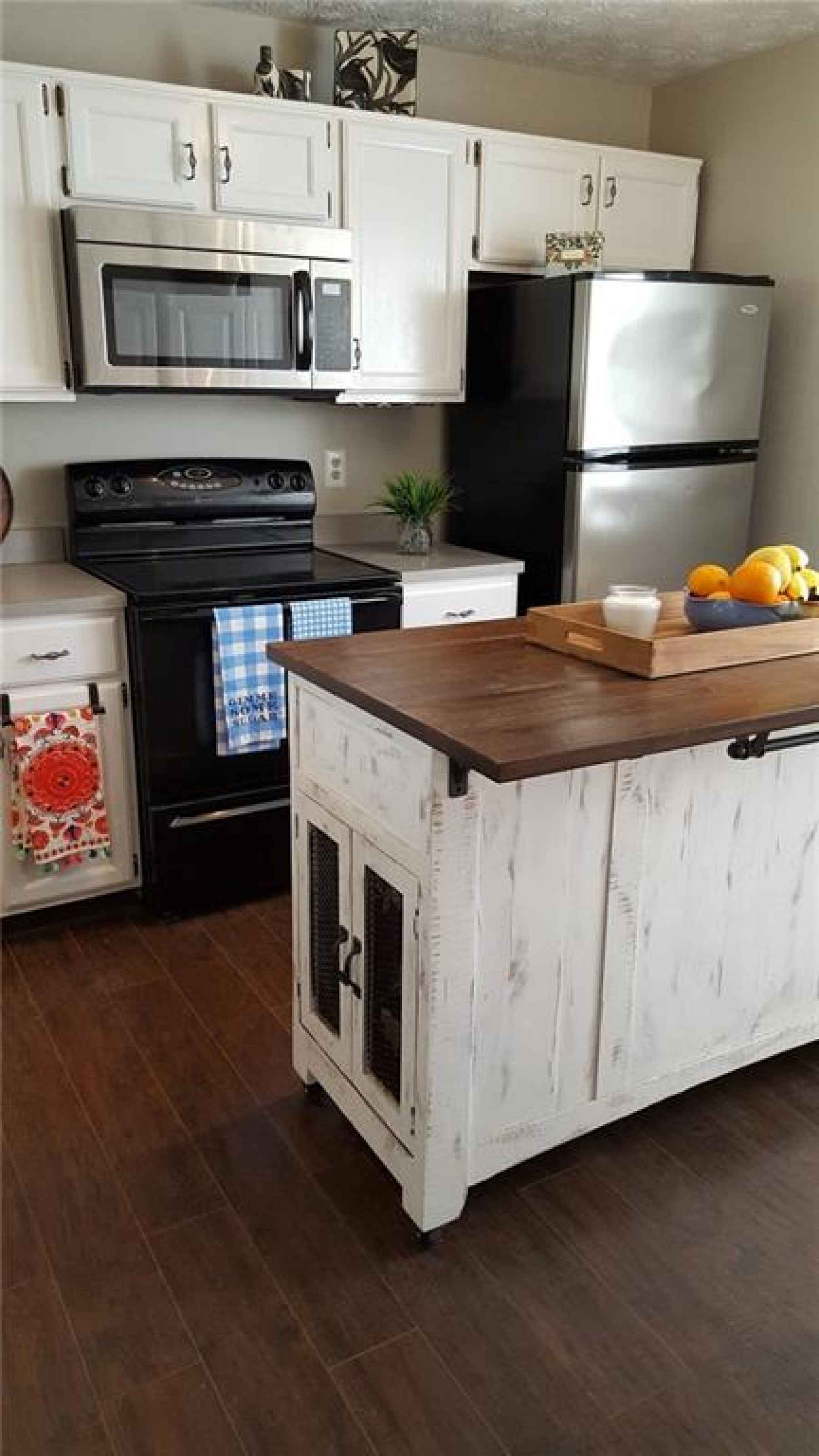 You'll love this cheery contemporary kitchen with a pass-thru to the family room....wonderful for en