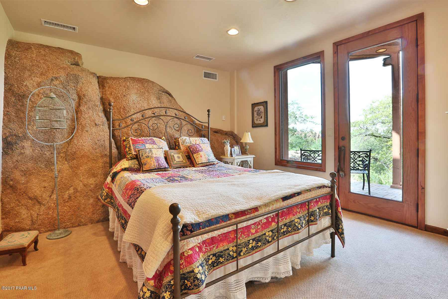 Private Lower level guest bedroom