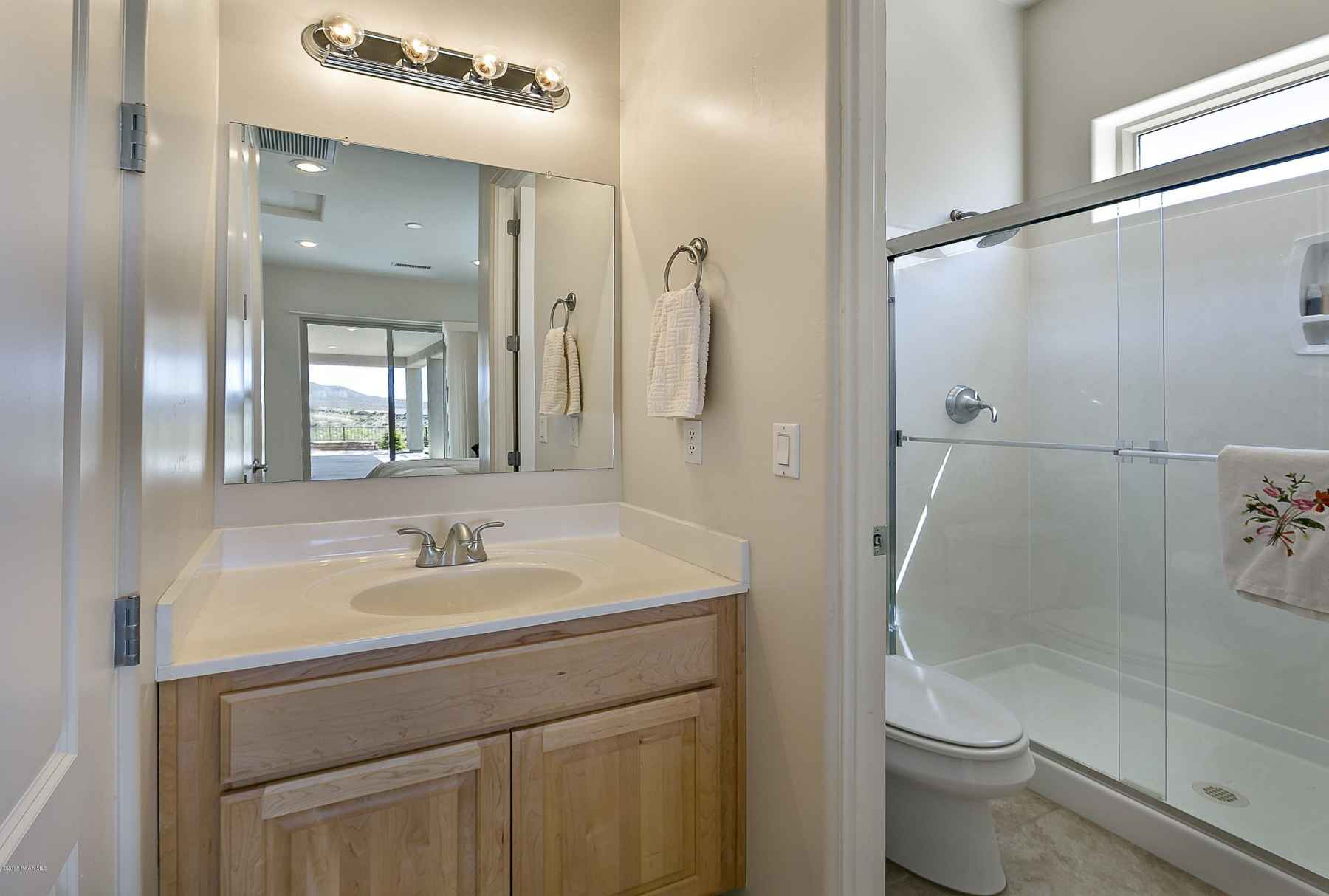 Jr Master Suite Bathroom