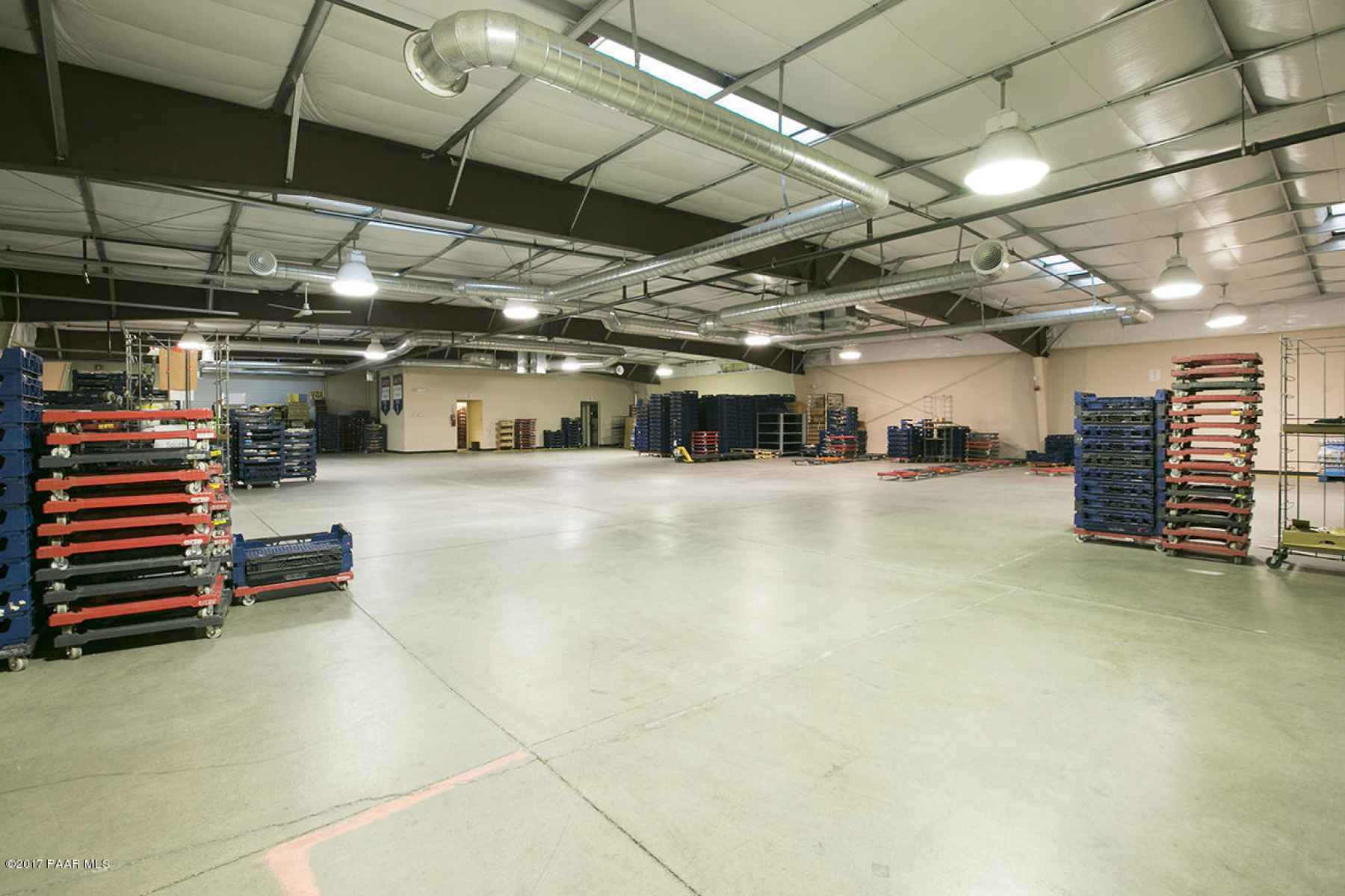 7004 Sq Ft Warehouse
