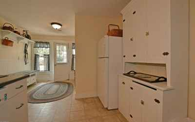 302 Kitchen and Entry